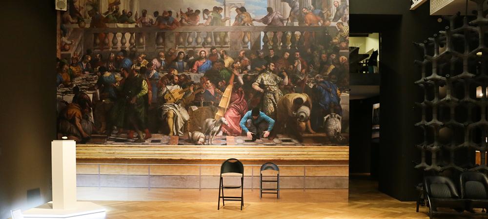 Quando l'innovazione si ispira all'arte: Luca Pozzi all'IQOS Embassy di Milano